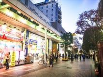 宫城,日本4月16日2018年:打鸣的走在Jozenji-dori Av 图库摄影
