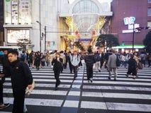 宫城,日本4月16日2018年:打鸣的走在Jozenji-dori Ave 库存照片