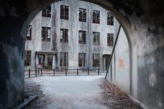 宫岛,日本- 2018年2月04日:从隧道的看法到战争的被放弃的毒物工厂在宫岛兔子海岛 图库摄影
