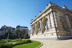 宫殿加列拉外部和庭院视图在巴黎 免版税库存照片