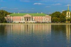 宫殿和钟楼 免版税库存照片