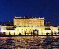 宫殿在晚上 免版税库存照片
