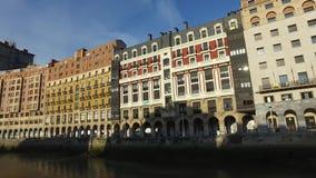 宫殿在毕尔巴鄂,西班牙的中心的面对Nervion河 股票视频