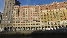 宫殿在毕尔巴鄂,西班牙的中心的面对Nervion河 股票录像