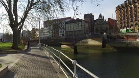 宫殿在毕尔巴鄂,西班牙的中心的面对Nervion河 影视素材