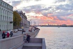 宫殿堤防在圣彼德堡 免版税库存图片
