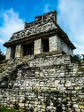 宫殿如被看见从庭院-帕伦克-恰帕斯州 免版税库存照片