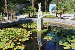 宫殿庭院喷泉 免版税库存图片