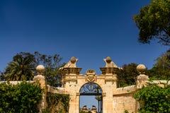 宫殿庭院在瓦莱塔,马耳他中世纪  库存照片