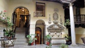 宫殿庭院玛丽安娜皮内达旅馆格拉纳达 免版税库存照片