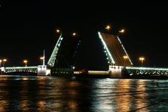 宫殿桥梁在圣彼德堡 免版税图库摄影