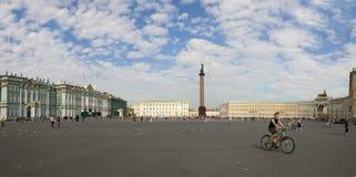 宫殿正方形在圣彼德堡 免版税库存图片