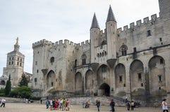 宫殿正方形在阿维尼翁 免版税库存图片