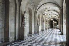 宫殿的内部走廊 免版税库存照片