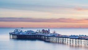 宫殿码头在日落的布赖顿 免版税库存图片