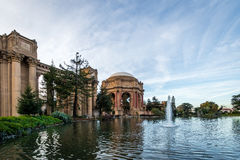 宫殿艺术-旧金山,加利福尼亚,美国的喷泉 免版税库存图片