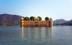 水宫殿建造在18世纪期间在人Sager湖中间 库存图片