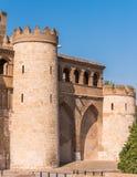 宫殿Aljaferia的看法,建立在11世纪在萨瓦格萨,西班牙 垂直 复制文本的空间 免版税图库摄影