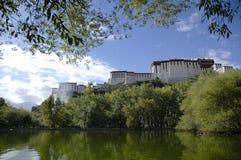 宫殿potala 免版税库存图片
