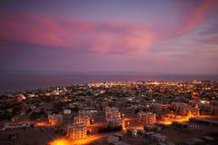 宰海卜是西奈半岛的东南海岸的一个小镇在埃及在晚上 免版税库存图片