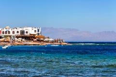 宰海卜,埃及- 2010年9月2日:红海海岸和旅馆在埃及 免版税库存照片