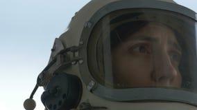 害怕的和遭受的宇航员女性 股票录像