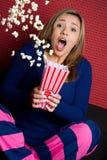 害怕的女孩玉米花 免版税库存图片