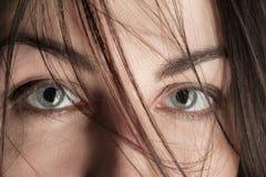 害怕的女性眼睛 免版税库存照片