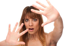 害怕的恐惧打手势女孩年轻人 免版税图库摄影