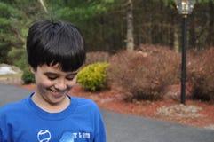 害羞的微笑的男孩 免版税库存照片