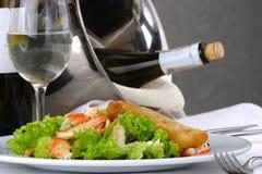 宴会布置表的沙拉海鲜 免版税库存图片