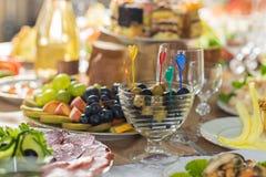 宴会桌在餐馆,一个婚礼在乌克兰,集合 库存图片
