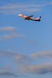 319家乌拉尔航空公司从机场离开的空中客车 库存照片