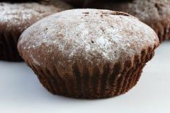家做了传统chocalate松饼或杯形蛋糕 库存图片