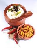 家做了在一个泥罐的印地安凝乳米用油煎的土豆 免版税库存图片