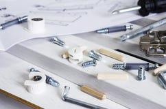 家具工具和白色木头的汇编概念 免版税库存图片