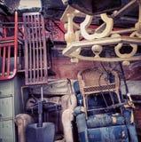 家具混乱-老材料商店-疯狂的商店 库存照片