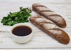 家制面包和咖啡 免版税库存图片
