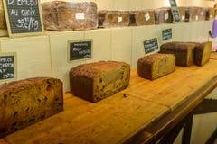 家制面包在原始的法国人商店 免版税库存照片