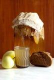 家制面包摇摆用苹果不是一份未被超越的饮料 免版税库存图片