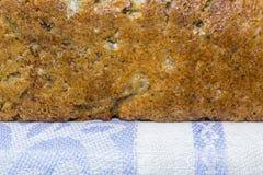 家制面包用蔓越桔和其他添加剂 免版税图库摄影