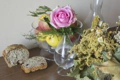家制面包用蔓越桔和其他添加剂 图库摄影