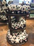贾家和Kai Kai熊猫长毛绒玩具 免版税图库摄影