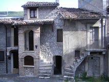 家在意大利村庄 库存图片
