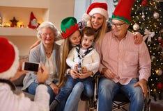 家庭、假日、一代,圣诞节和人概念phot 免版税图库摄影