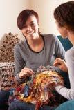 家庭一起编织二名妇女 库存照片