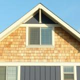 家庭之家外部房屋板壁屋顶山墙 图库摄影
