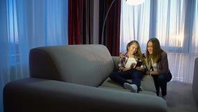 家庭休闲通信女孩妈妈家消遣 股票录像
