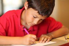 家庭作业的年轻男孩图画 库存图片