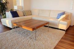 家庭内部现代沙发 免版税库存图片